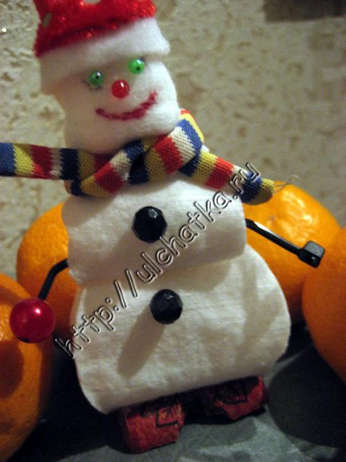 Детская поделка объёмный снеговик из ватных дисков своими руками