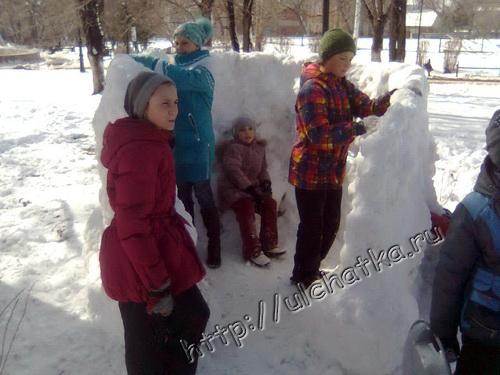 Снежная крепость в саратовском парке