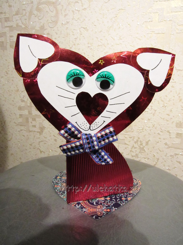 Кошка из сердечек